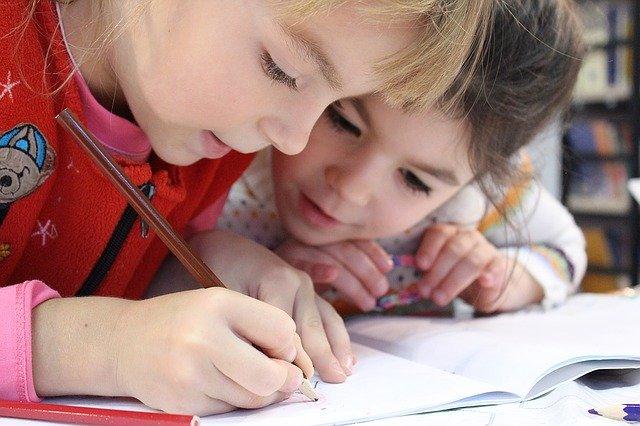 діти навчаються у школі